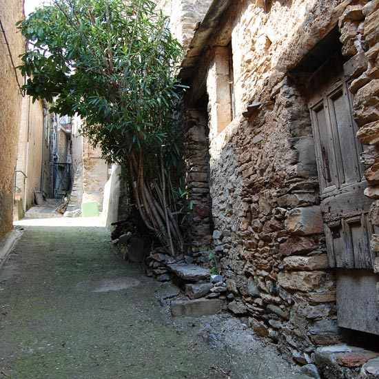 Une ruelle du hameau de Ceps
