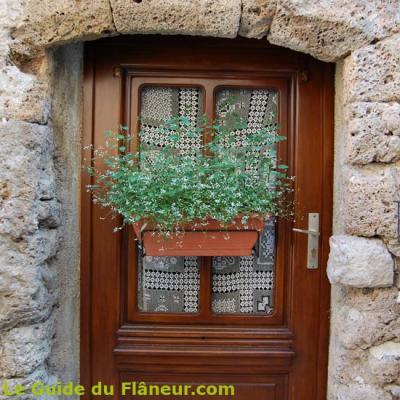 Une porte de maison