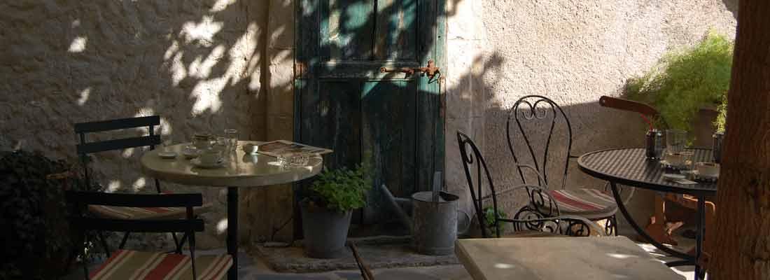 Salon de thé à St-Guilhem-le-Désert - Hérault