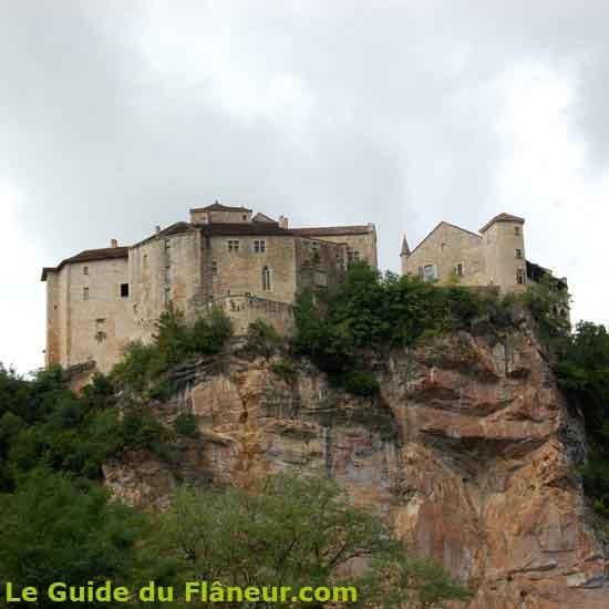 Le chateau sur un éperon rocheux