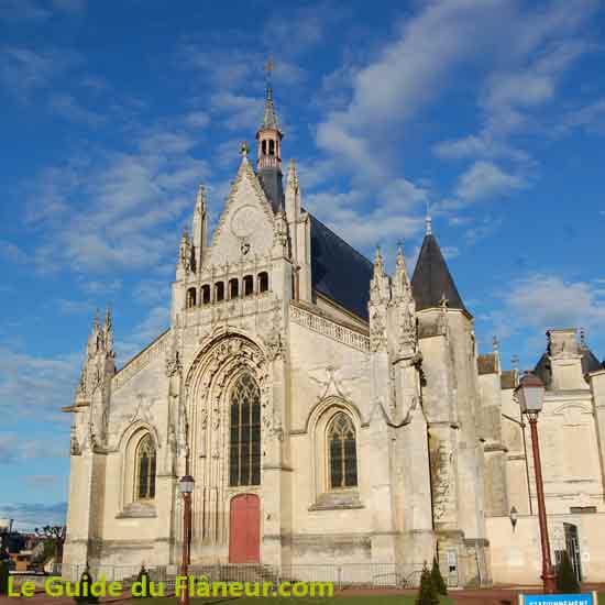 L'imposant édifice religieux