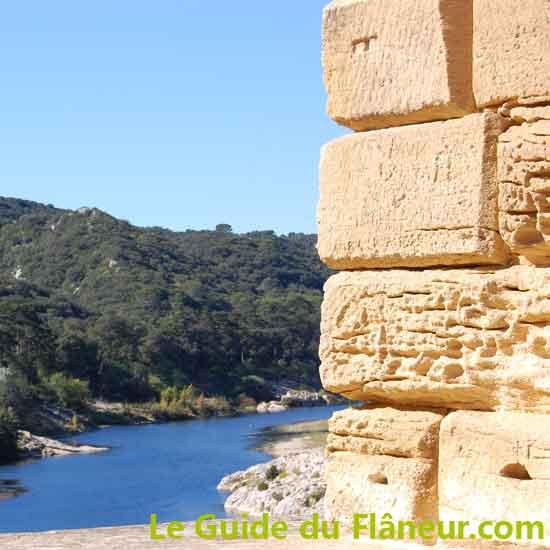 Vue depuis le pont du Gard