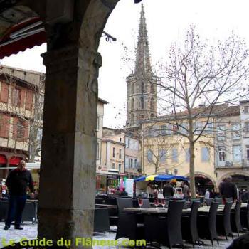 La place de l'église de Limoux