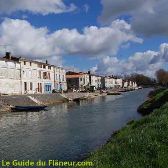 Le grand canal à Coulon