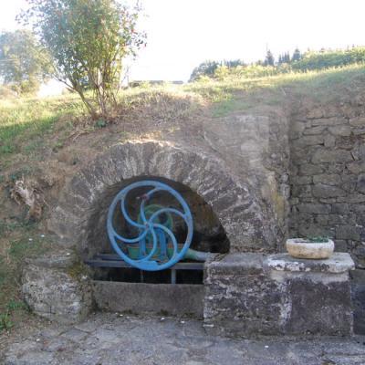 Roumengoux-Ariège (09): une fontaine