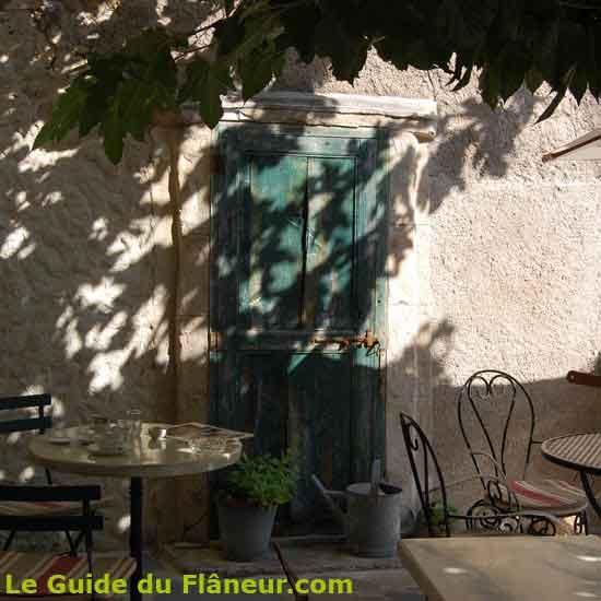 Salon de thé à Saint-Guilhem le Désert dans l'hérault