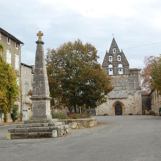 La place et son église