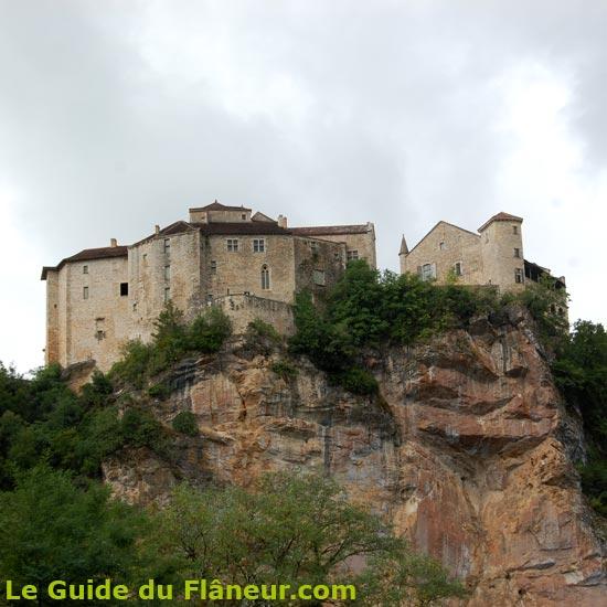 Le château sur son éperon rocheux