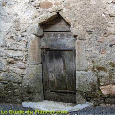 Porte de maison à Ferrières