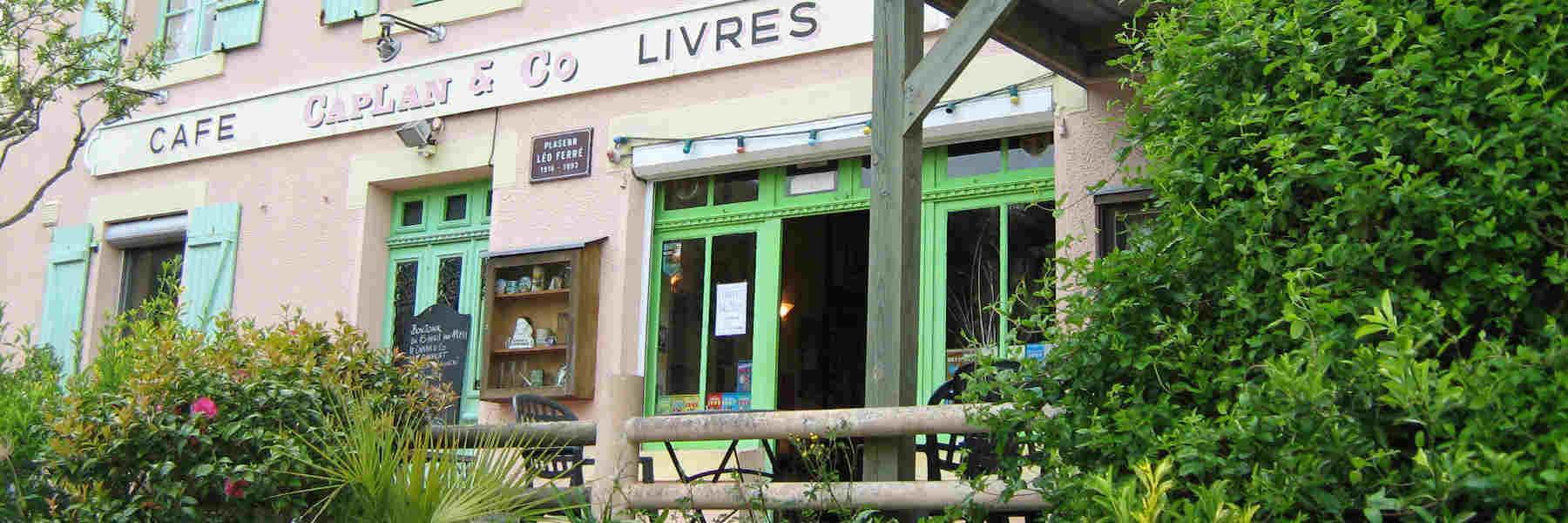 Café librairie Caplan & co commerce à Guimaec