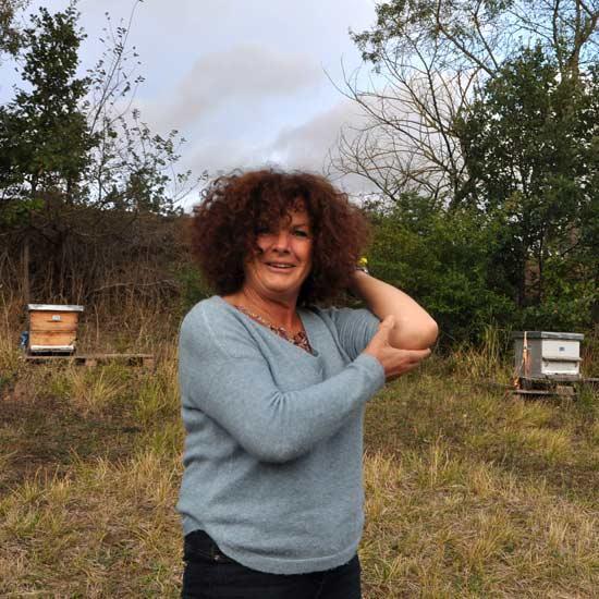 Hélène apicultrice