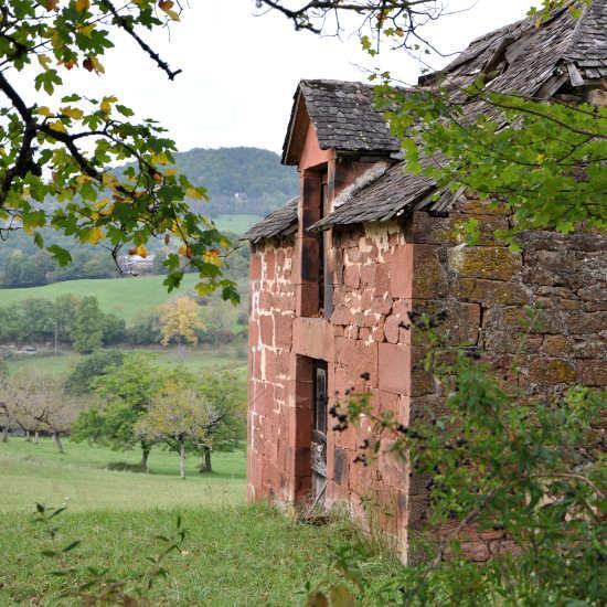 Maison en grès rouge
